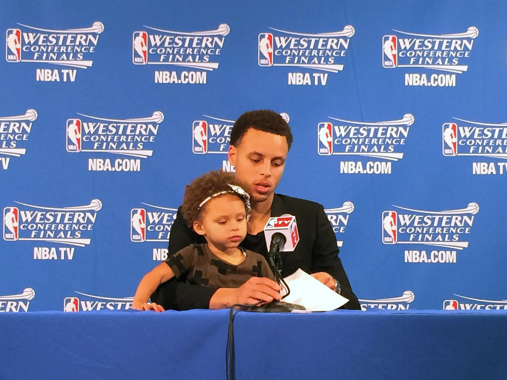 12bcf4b07e34 Stephen Curry says bringing daughter to podium a last-minute decision