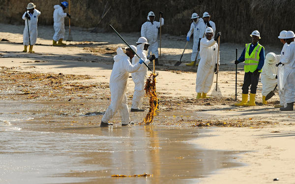 Workers clean up oil from Refugio State Beach. (Christina House / For The Times)