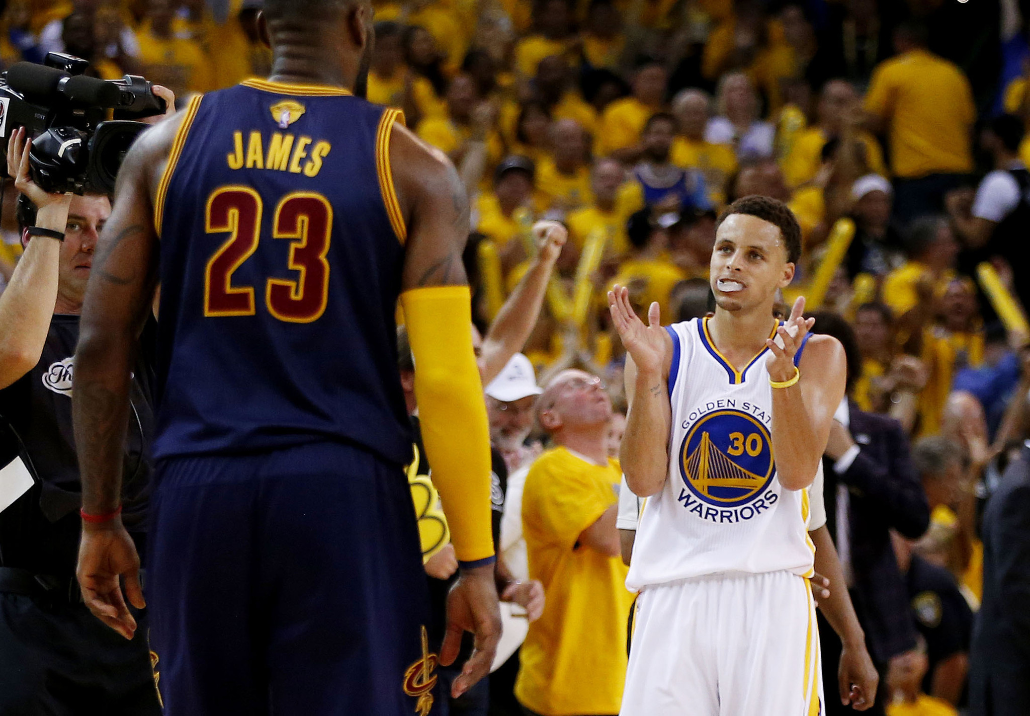 9fe86383d753 Warriors smother Cavaliers in OT to take Game 1 of NBA Finals ...