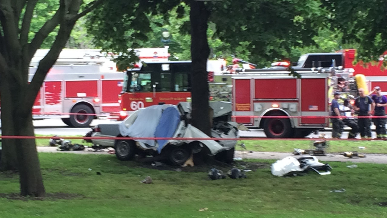 2 Killed In Single-car Accident In Hyde Park Neighborhood