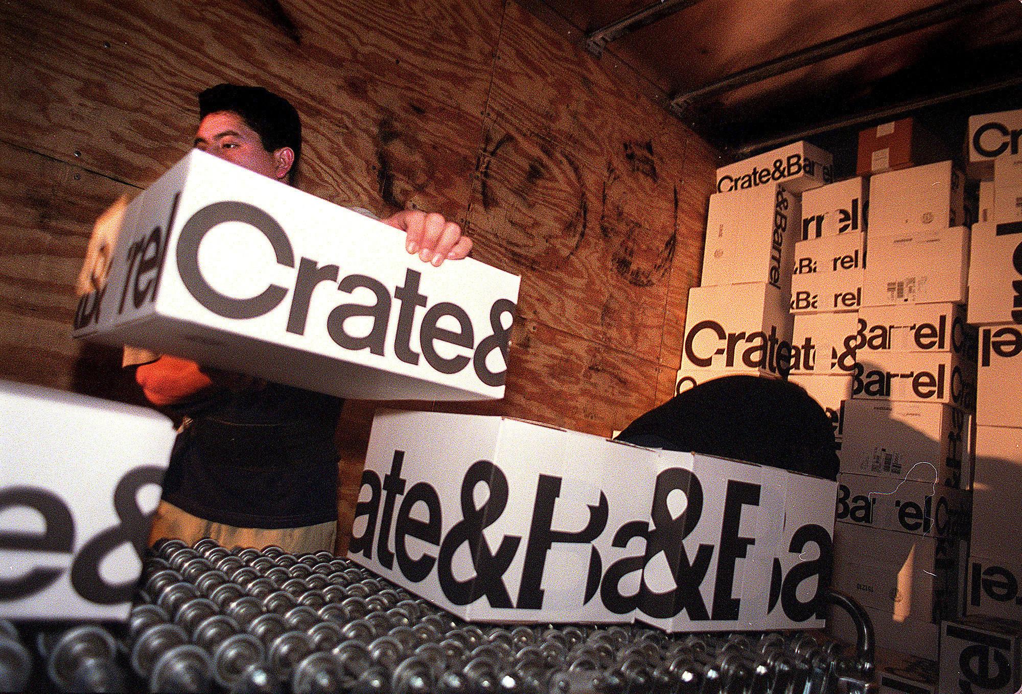 crate and barrel to close new york city flagship chicago tribune. Black Bedroom Furniture Sets. Home Design Ideas