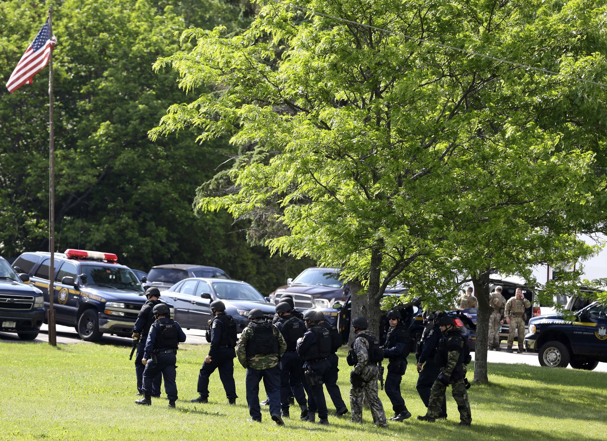 New York manhunt for escaped killers focuses on area near