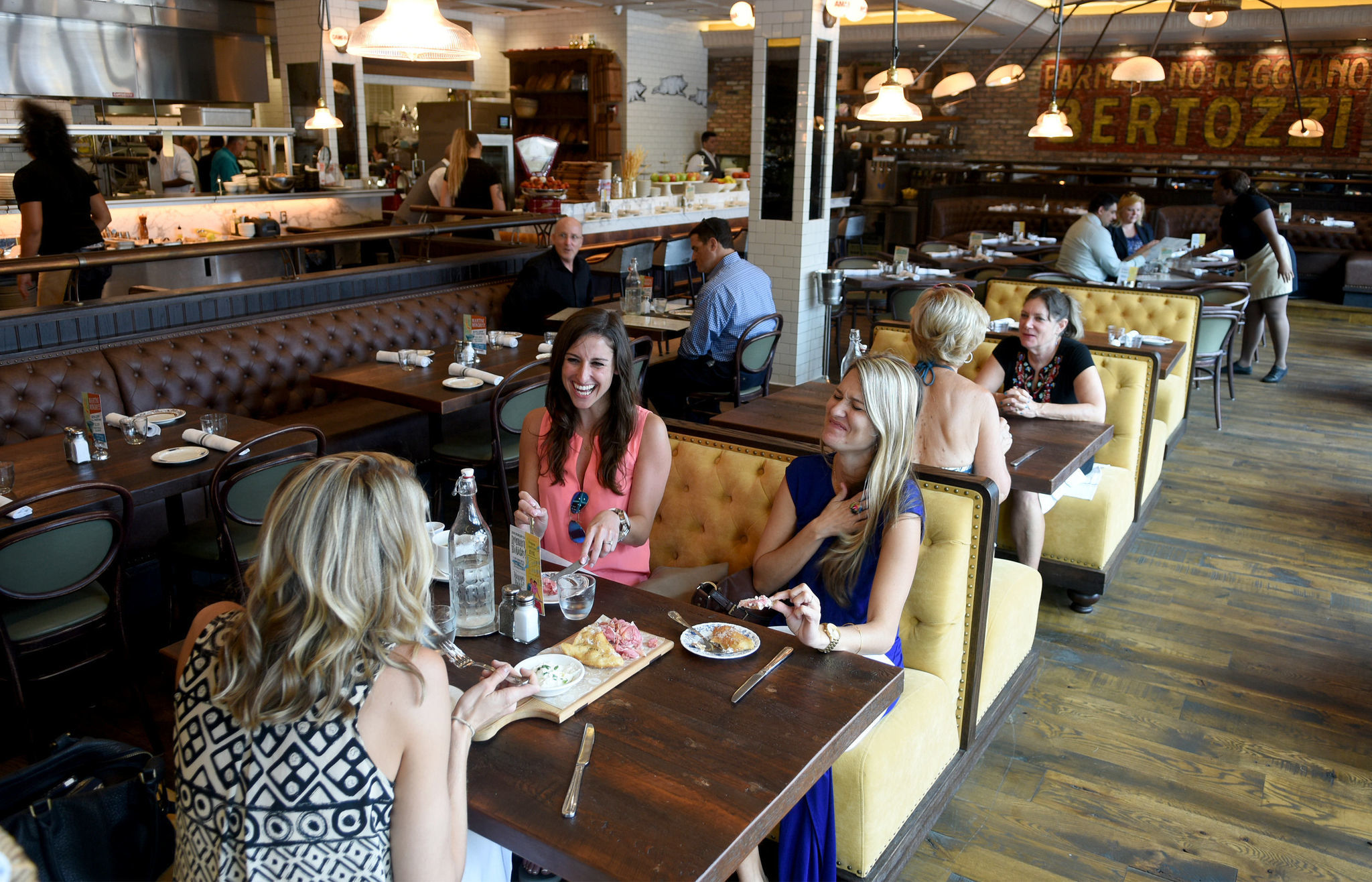 Restaurant Scene Steaming In South Florida Sun Sentinel