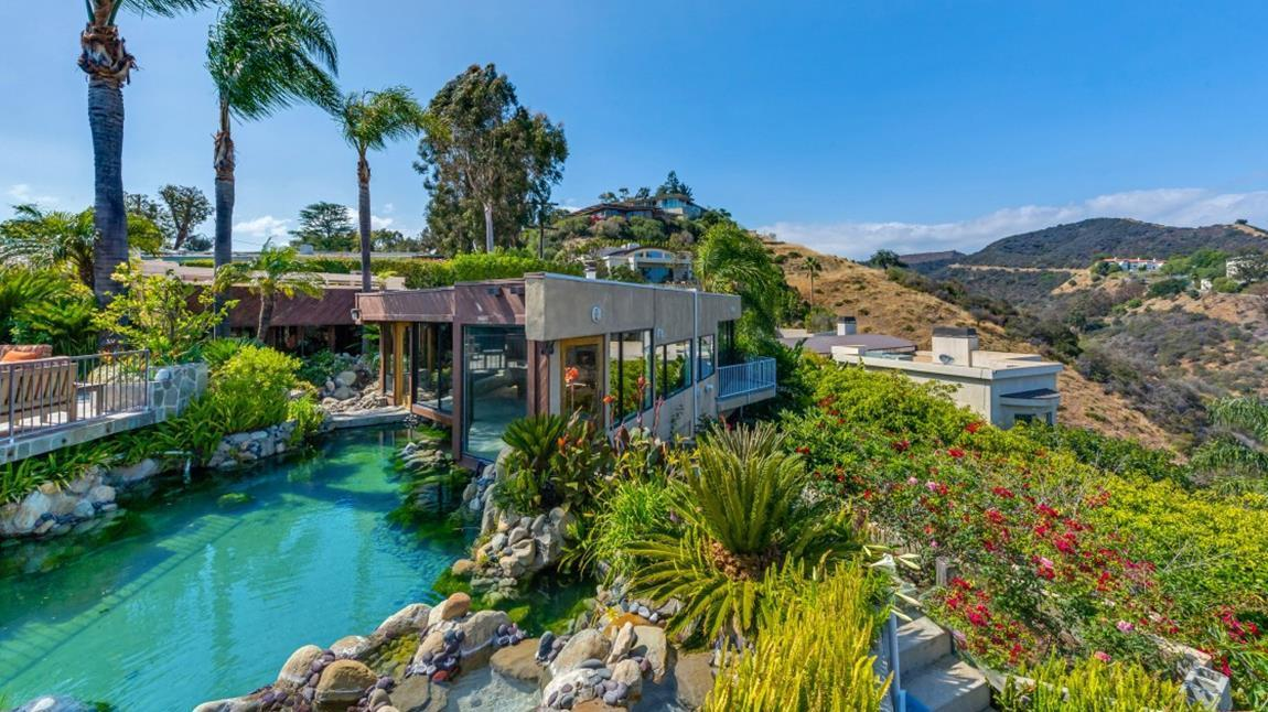 Home of the day rumored ringo starr hangout in brentwood for Koi pool fleetwood