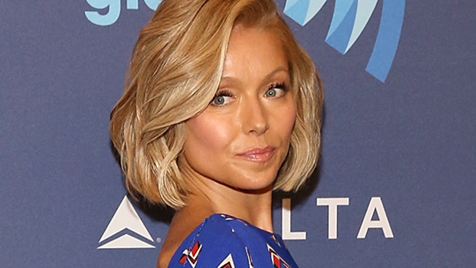 kelly ripa is going through her blue period -- blue hair, that is