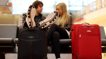 How airlines keep packing on fees for checked bags - Chicago Tribune c406fa9827901