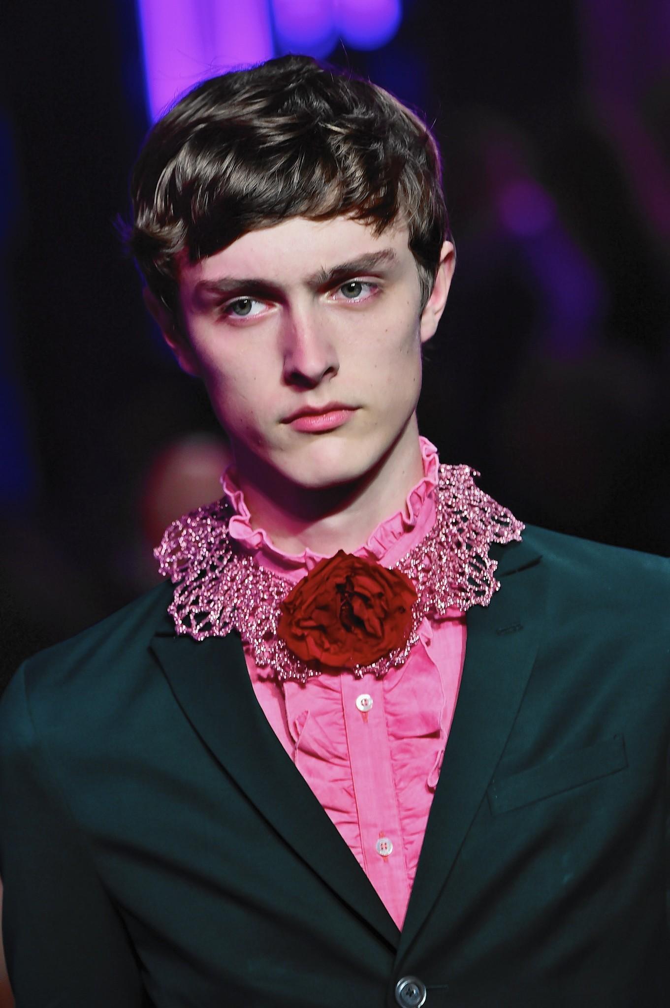 Men's fashion designers celebrate androgyny trend ...