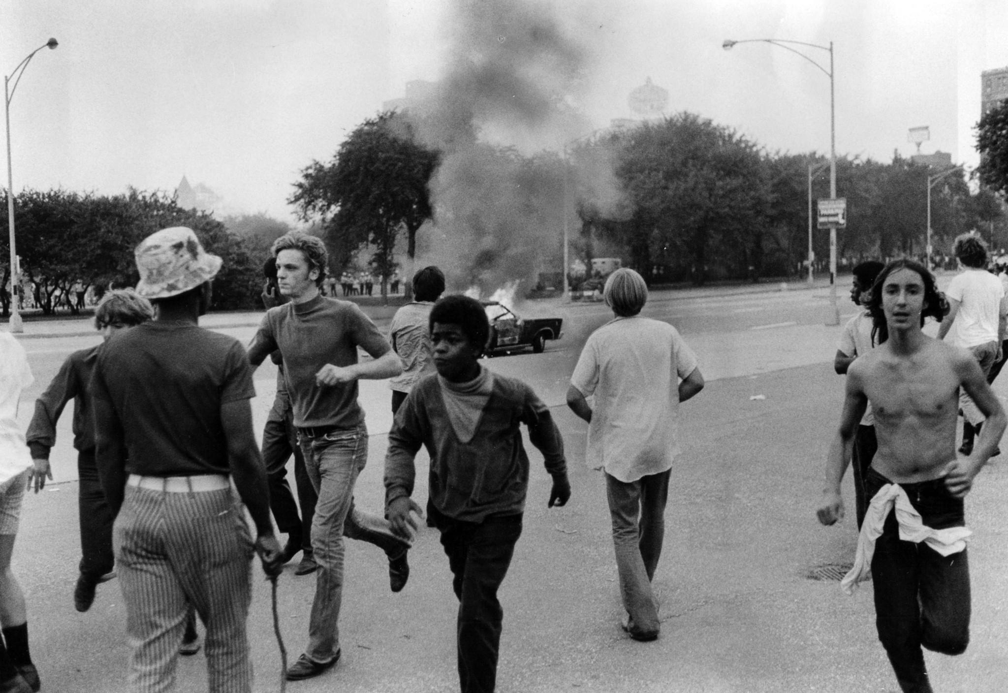 1970 riot in grant park chicago tribune