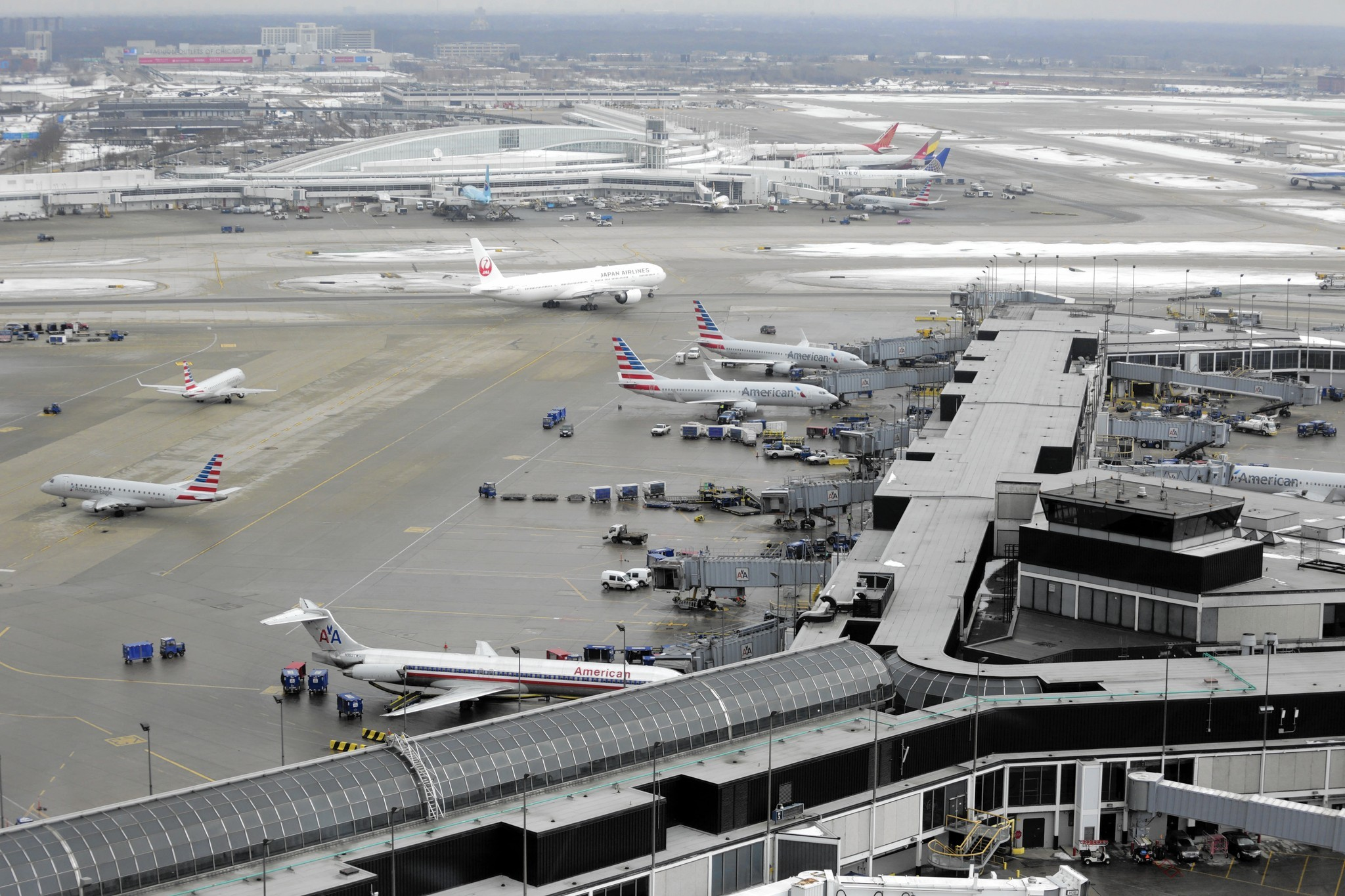 Rauner Signs Bill Aimed At Reducing O Hare Jet Noise