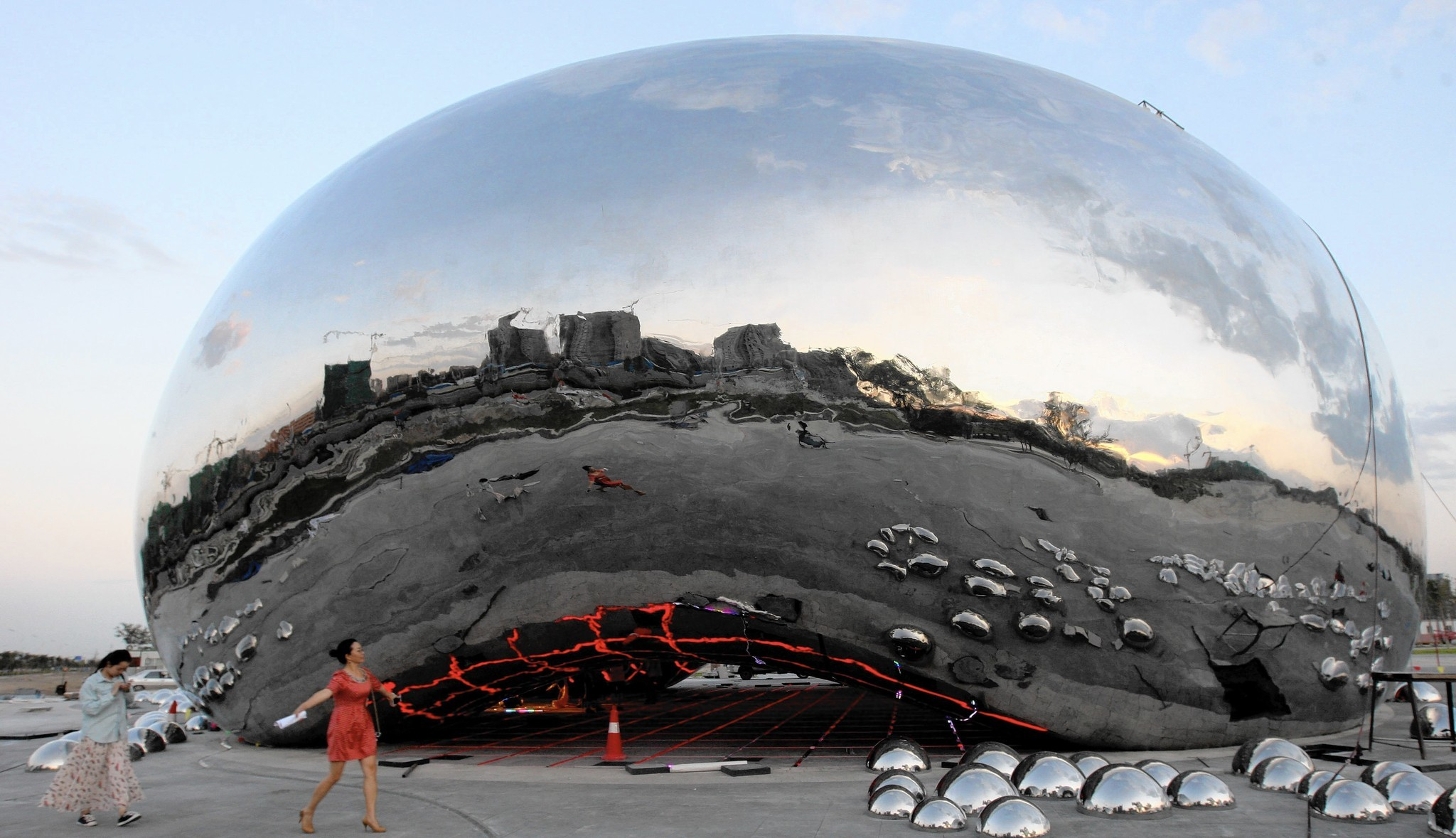 cloudgate chicago s beloved sculpture is victim of a scandal