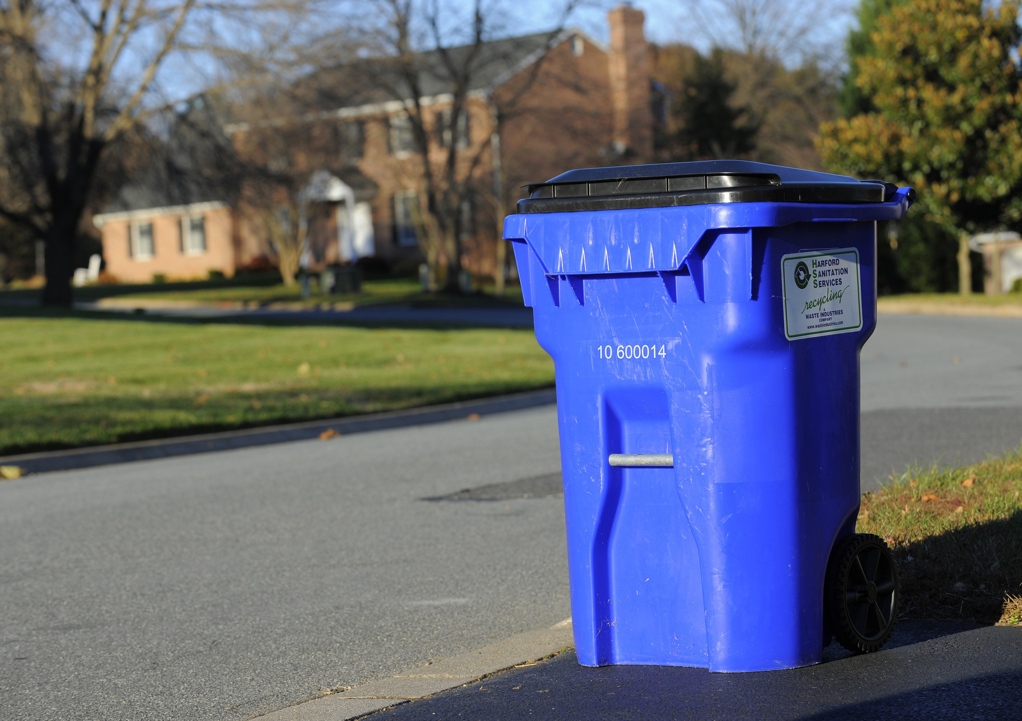 Car Tracking Device >> Baltimore to buy trash cans for all households for rat control - Baltimore Sun