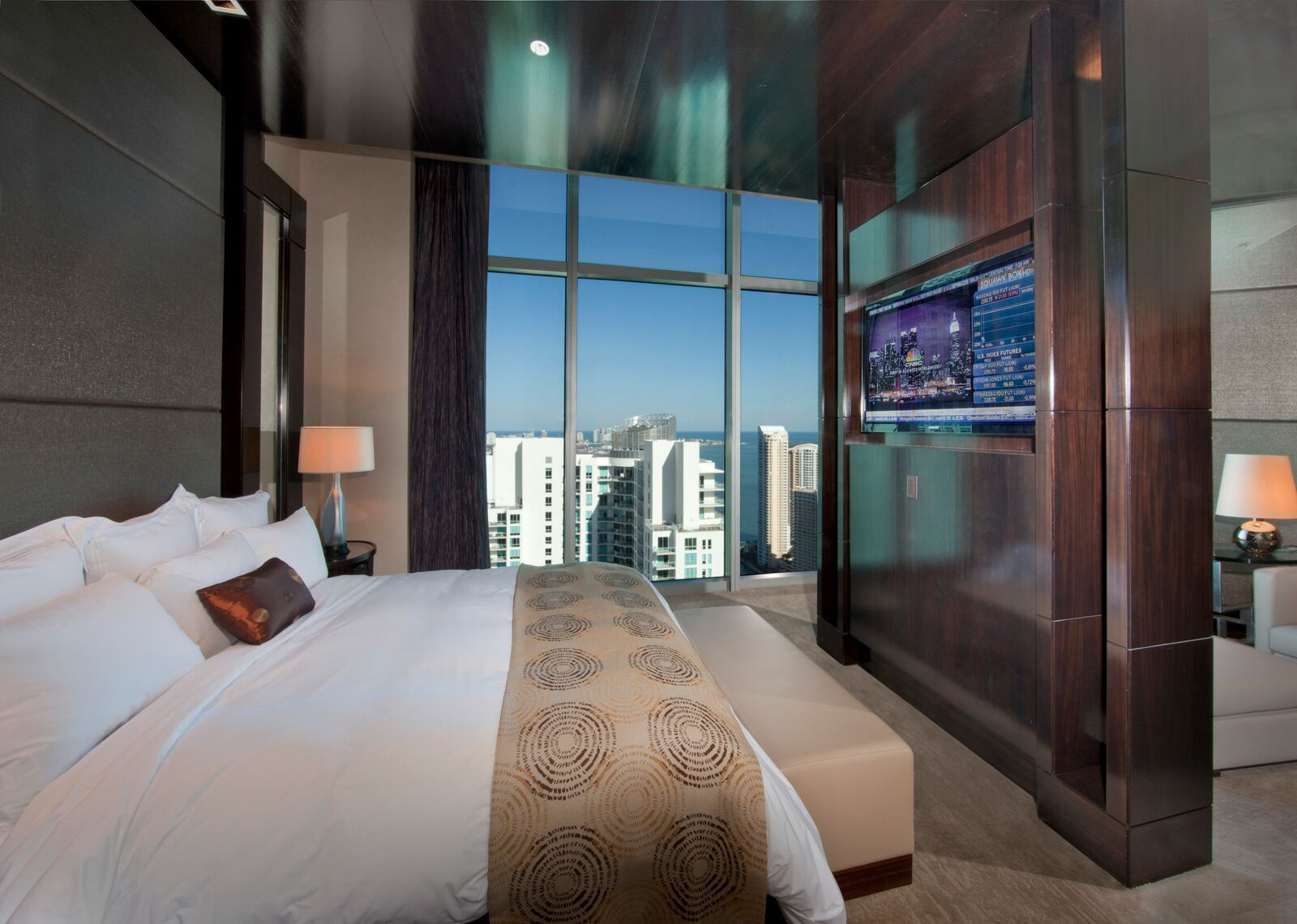 Checking Into Luxury South Florida S Luxury Suites Sun