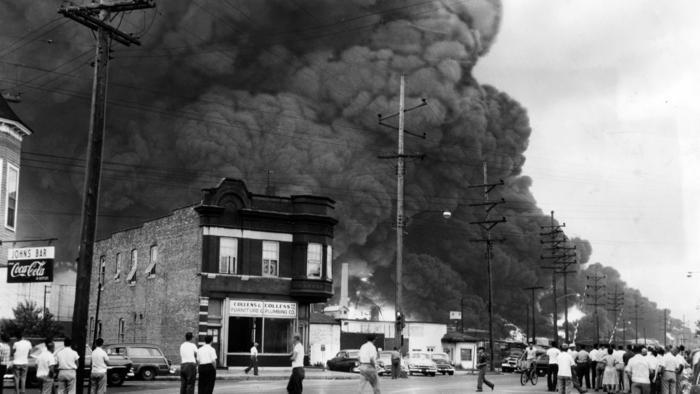 Gas Prices In Chicago >> 1955 Standard Oil refinery blast sounded like 'end of the world' - Chicago Tribune