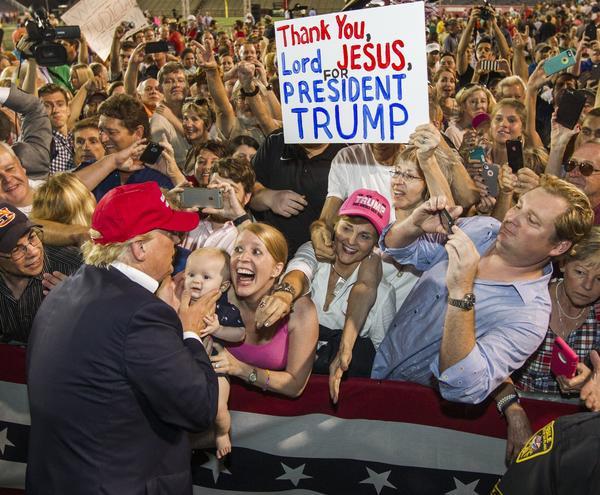 (Mark Wallheiser/Getty Images)
