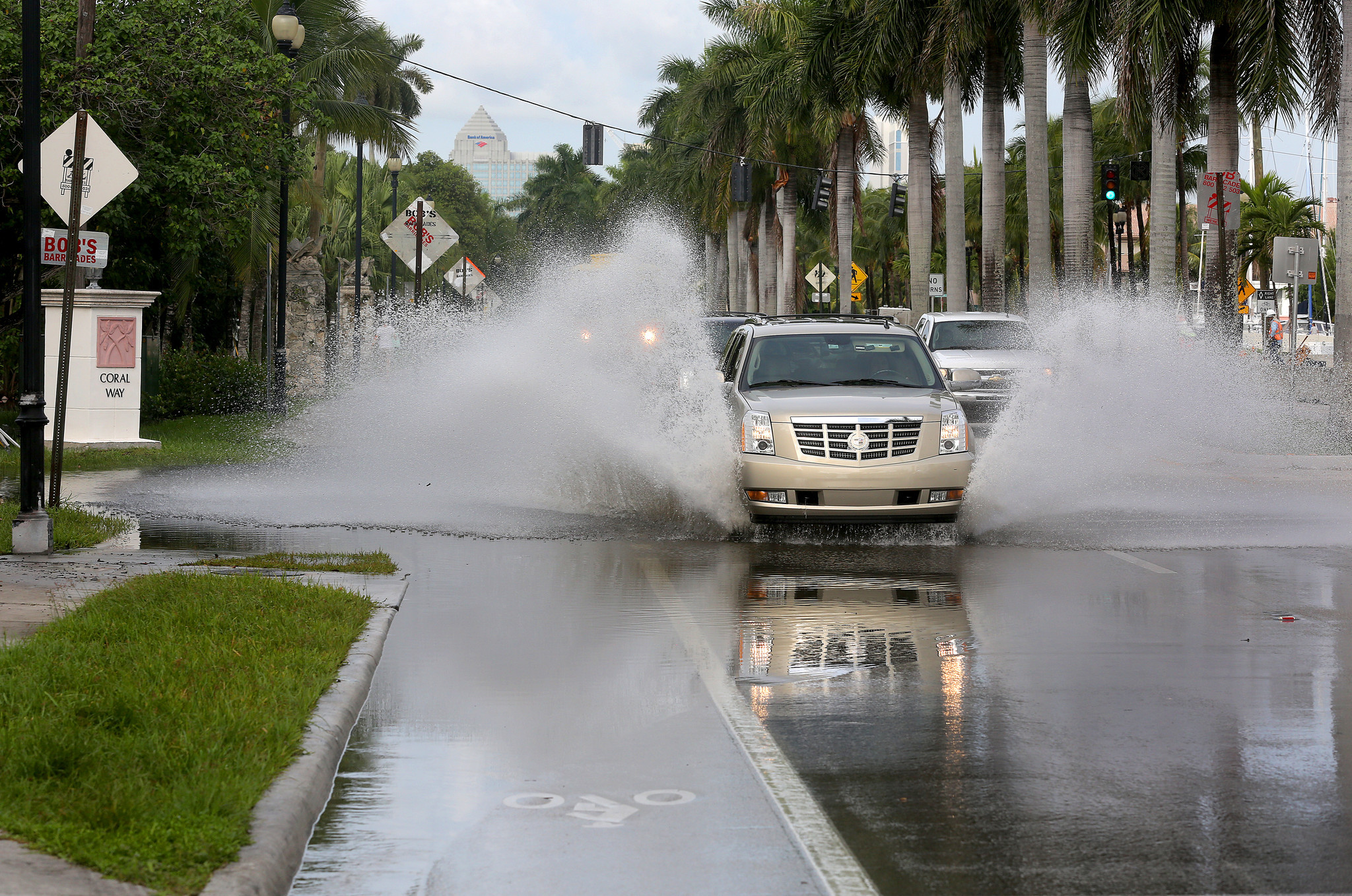 fl-king-tides-20150826 Motorists Advised to Use Caution in East Hollywood due to Street Flooding Caused by High Tides