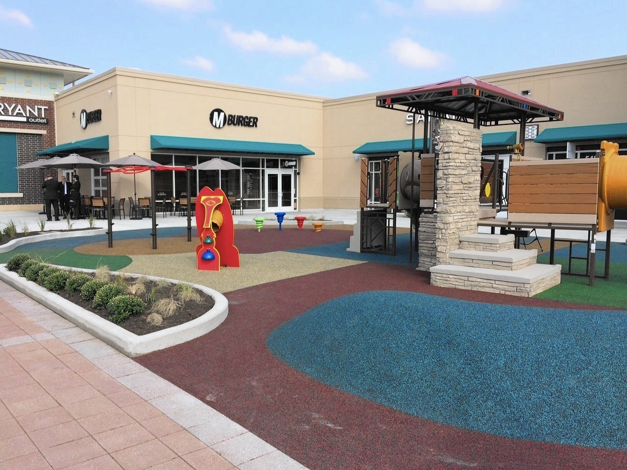 d1ce30f7b Major expansion at Aurora outlet mall opens - Aurora Beacon-News