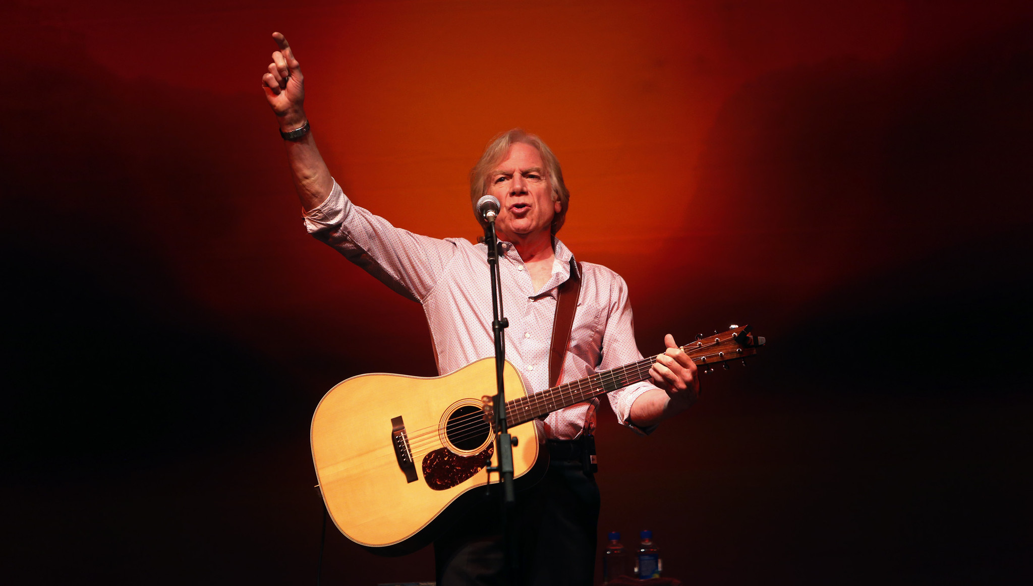 review justin hayward solo captures the moody blues 39 moods at musikfest cafe the morning call. Black Bedroom Furniture Sets. Home Design Ideas