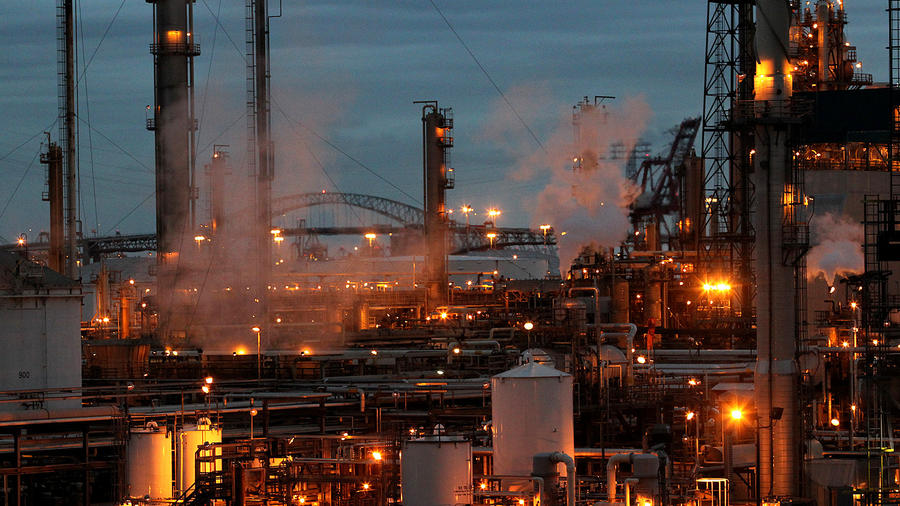 Valero's Wilmington refinery in 2010. (Christina House / For The Times) ()