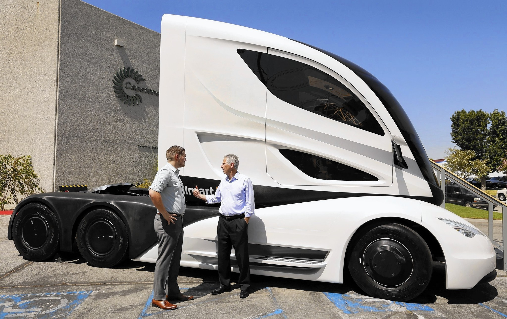 Wal-Mart Unveils Concept Tractor-Trailer
