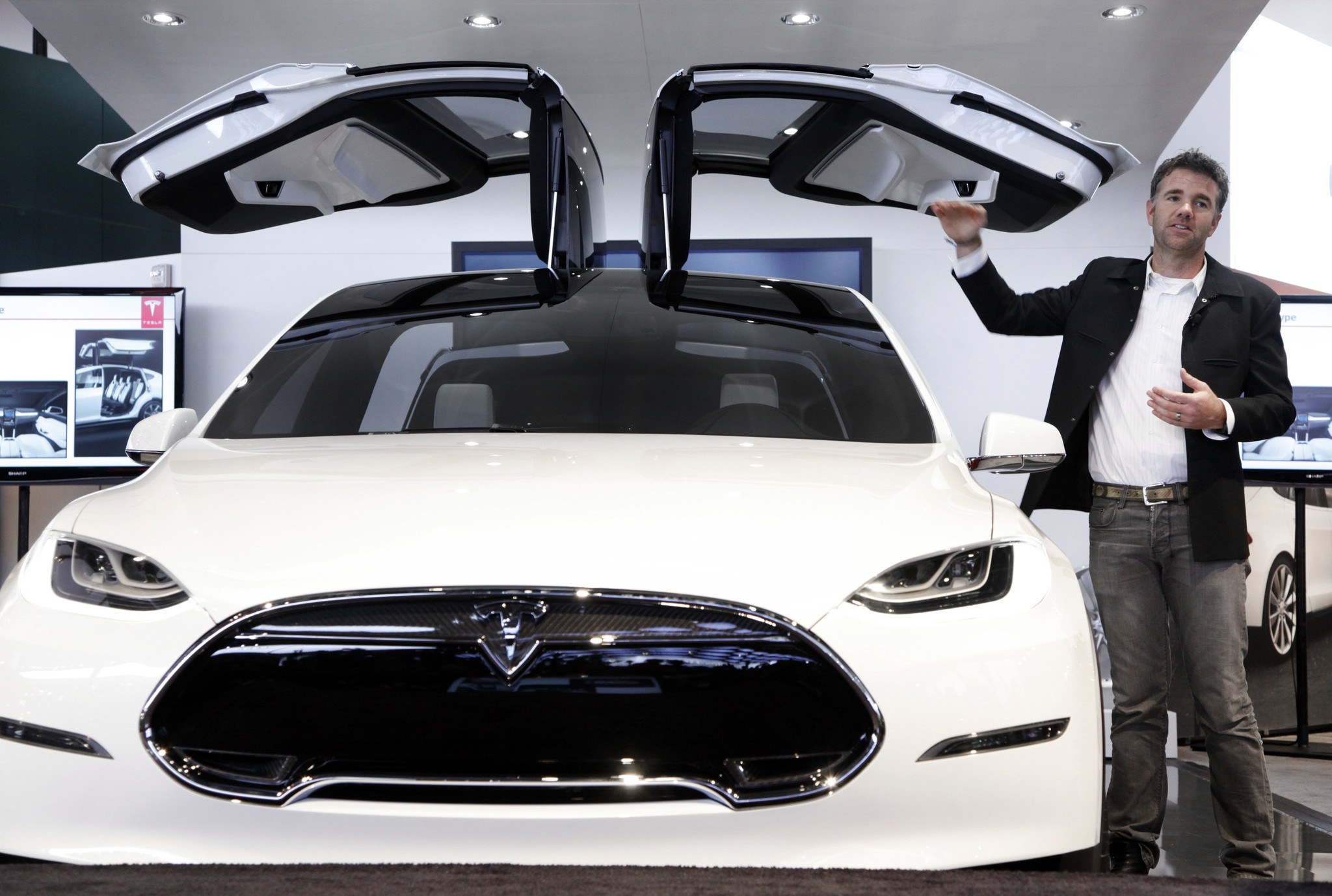 Model X Under The Hood Of Tesla S Suv Strategy La Times