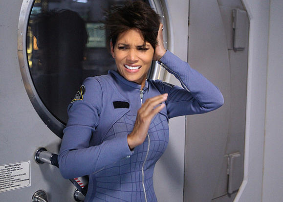 halle berry 39 s 39 extant 39 canceled by cbs. Black Bedroom Furniture Sets. Home Design Ideas