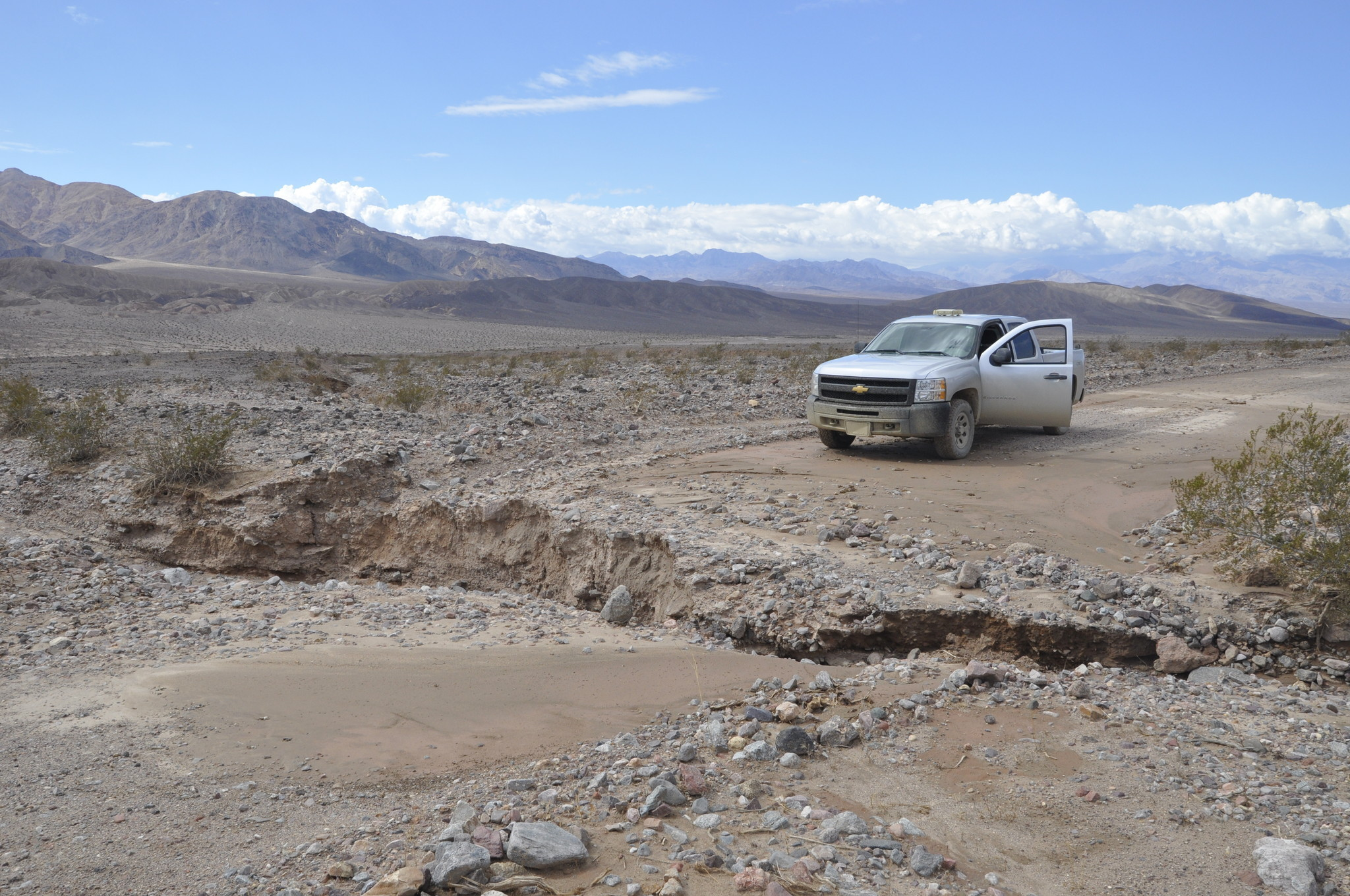Flash floods trap visitors, rangers in Death Valley ...