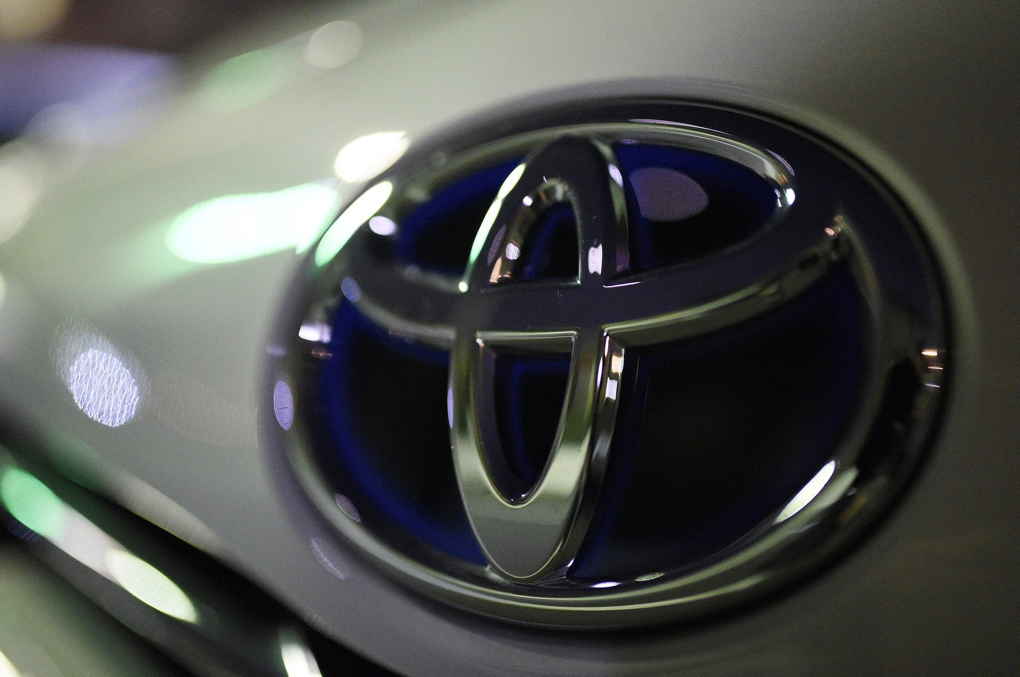 Toyota Recalls 6 5 Million Cars To Fix Window Switch Chicago Tribune