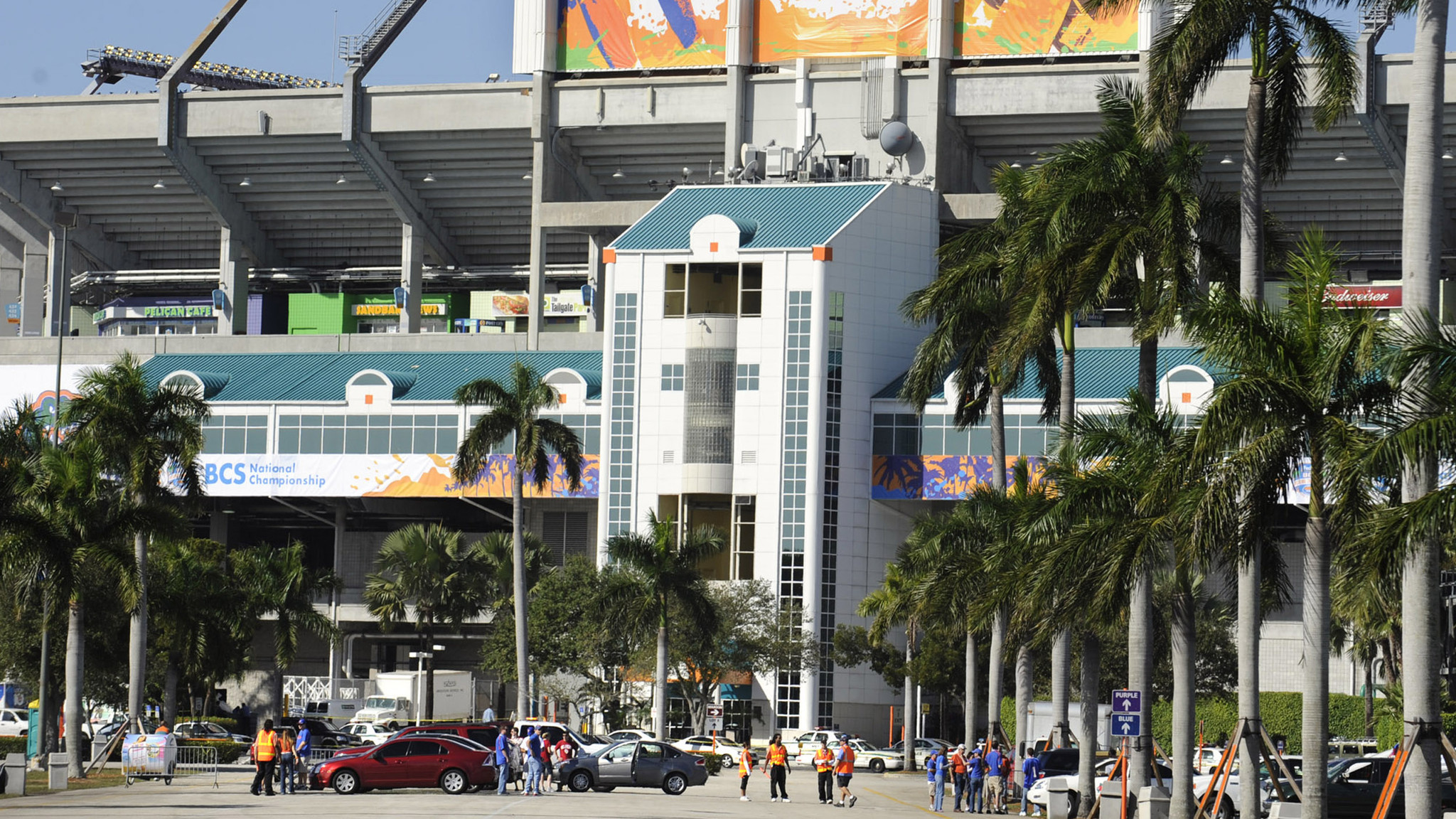miami dolphins announce five free parking lots outside sun