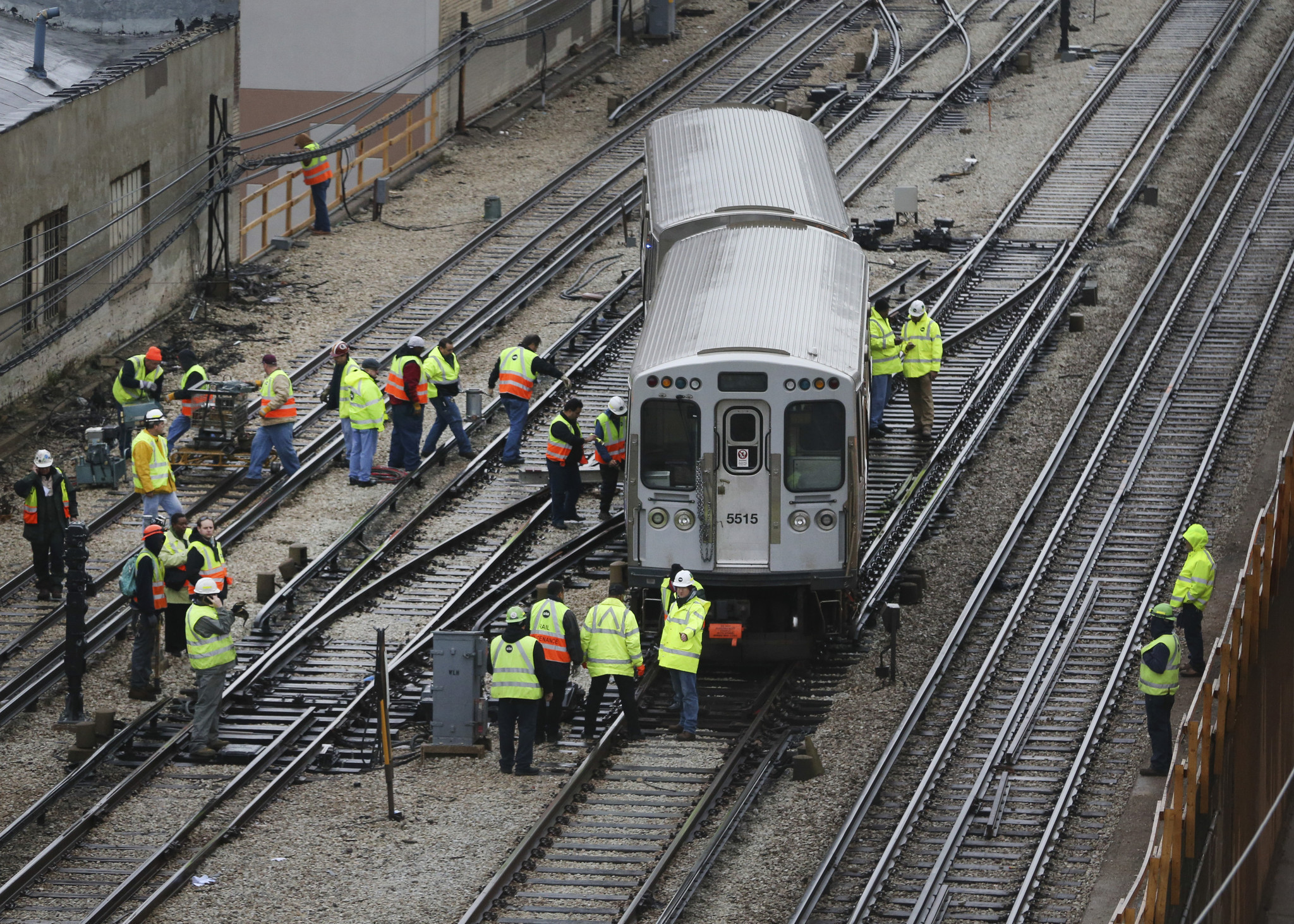 service resumes on cta red line after derailment