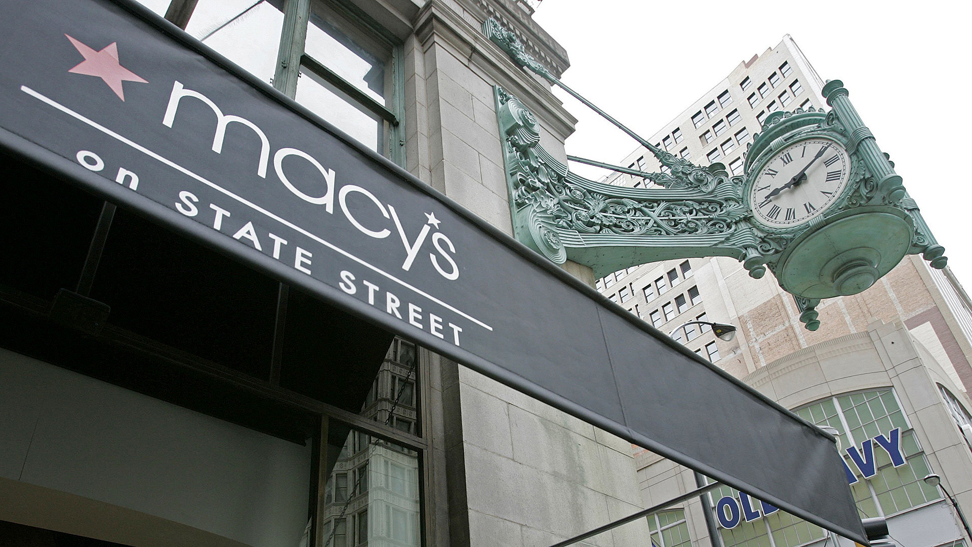 20fc0b43b Macy s considering redeveloping State Street store - Chicago Tribune