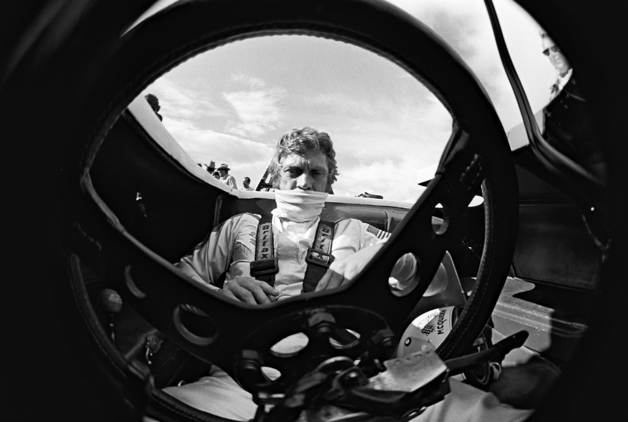 39 steve mcqueen the man le mans 39 documents actor 39 s drive to complete ill fated 1971 film la. Black Bedroom Furniture Sets. Home Design Ideas