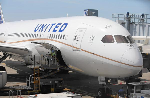 United Airlines drops $50 fee
