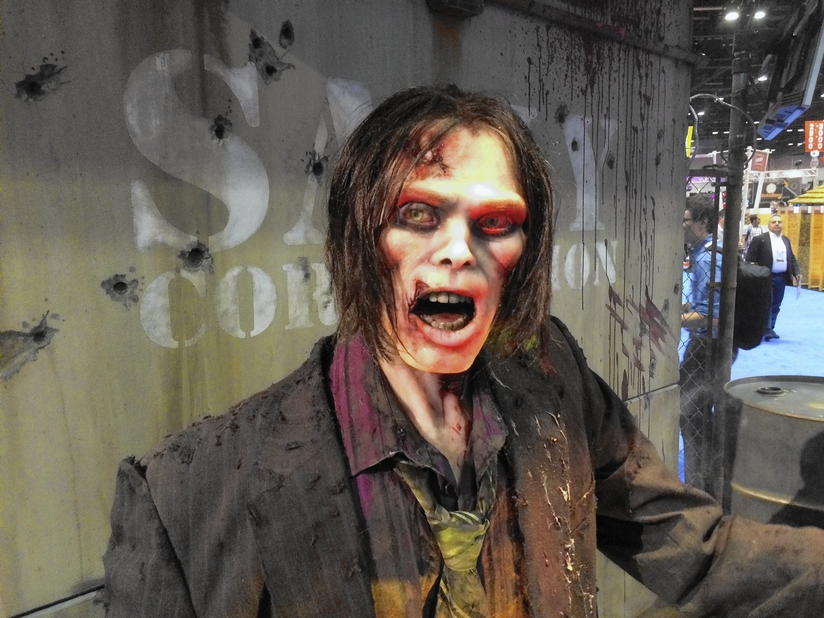 Texting While Driving >> 'Walking Dead' ride at IAAPA would glide through zombie ...