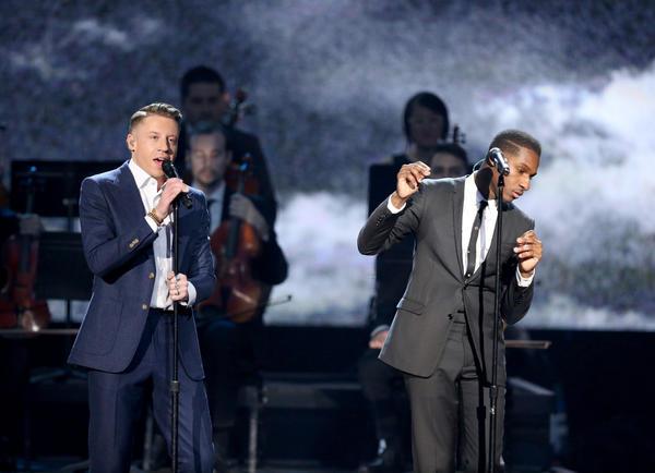 Macklemore, left, and Leon Bridges perform at the American Music Awards (Matt Sayles/Invision/AP)