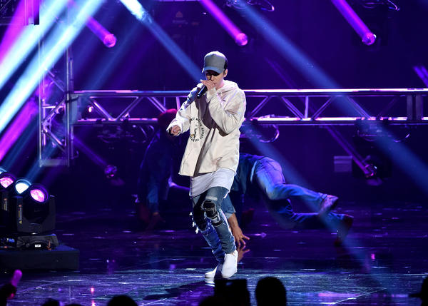 Justin Bieber brings the American Music Awards to an end. (Kevin Winter / Getty Images)