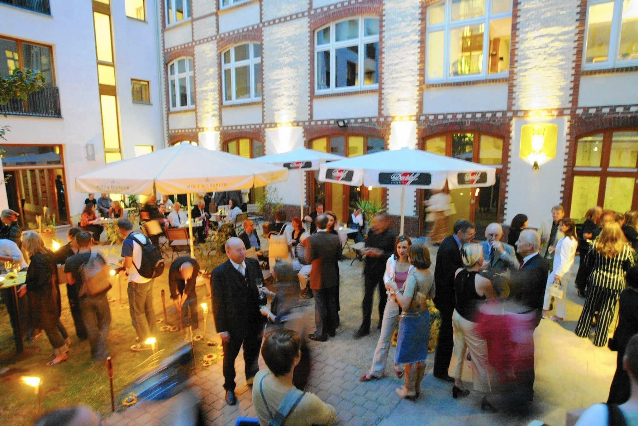 Dining in the dark: 2 Berlin restaurants offer