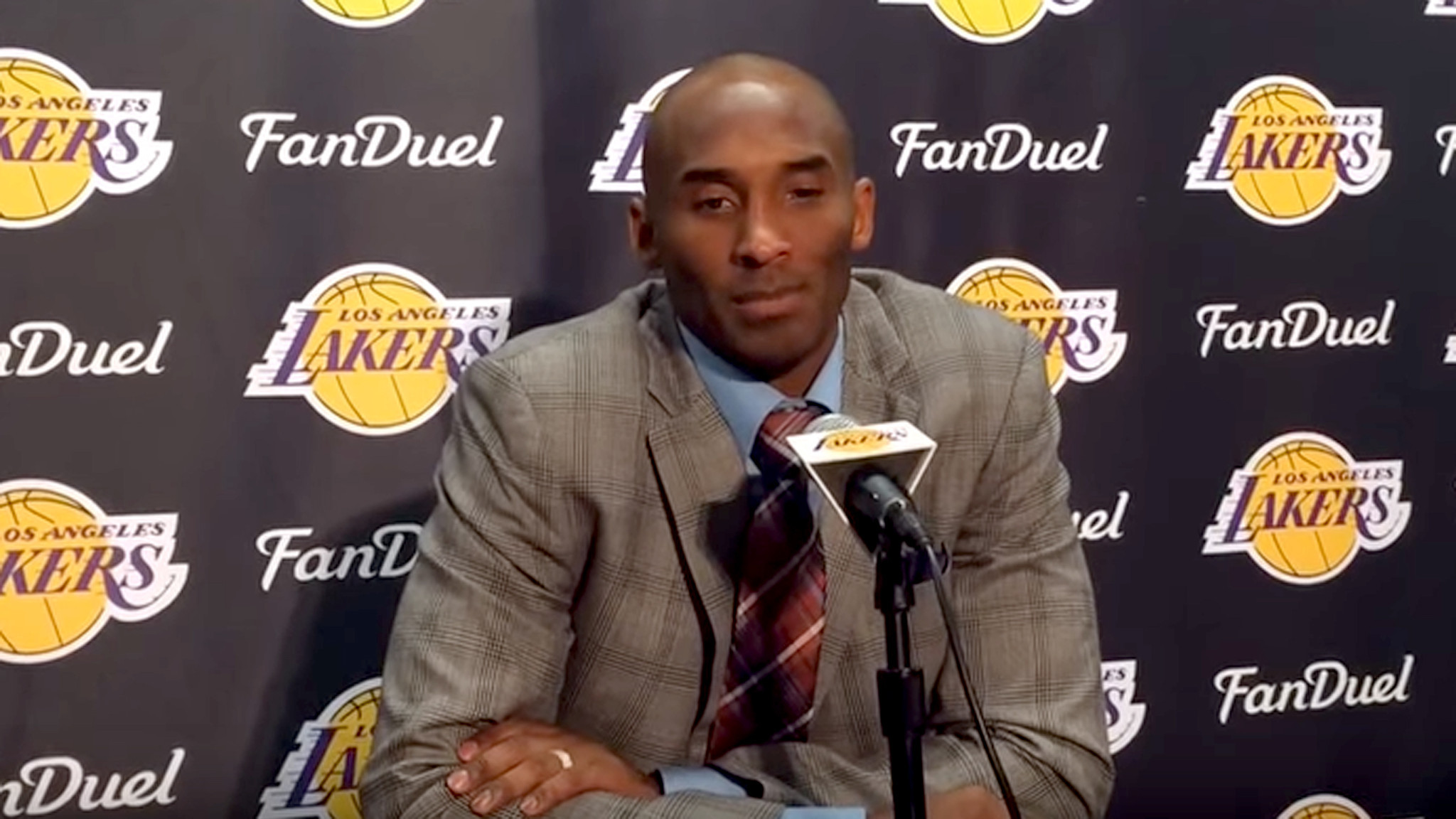 1147e9225961 Kobe Bryant talks about his retirement