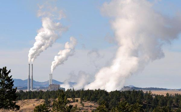 Colstrip coal-fired power plant in Montana (James Woodcock/Billings Gazette/AP)