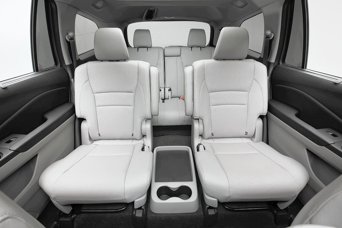 2016 suvs with 3 rows chicago tribune. Black Bedroom Furniture Sets. Home Design Ideas