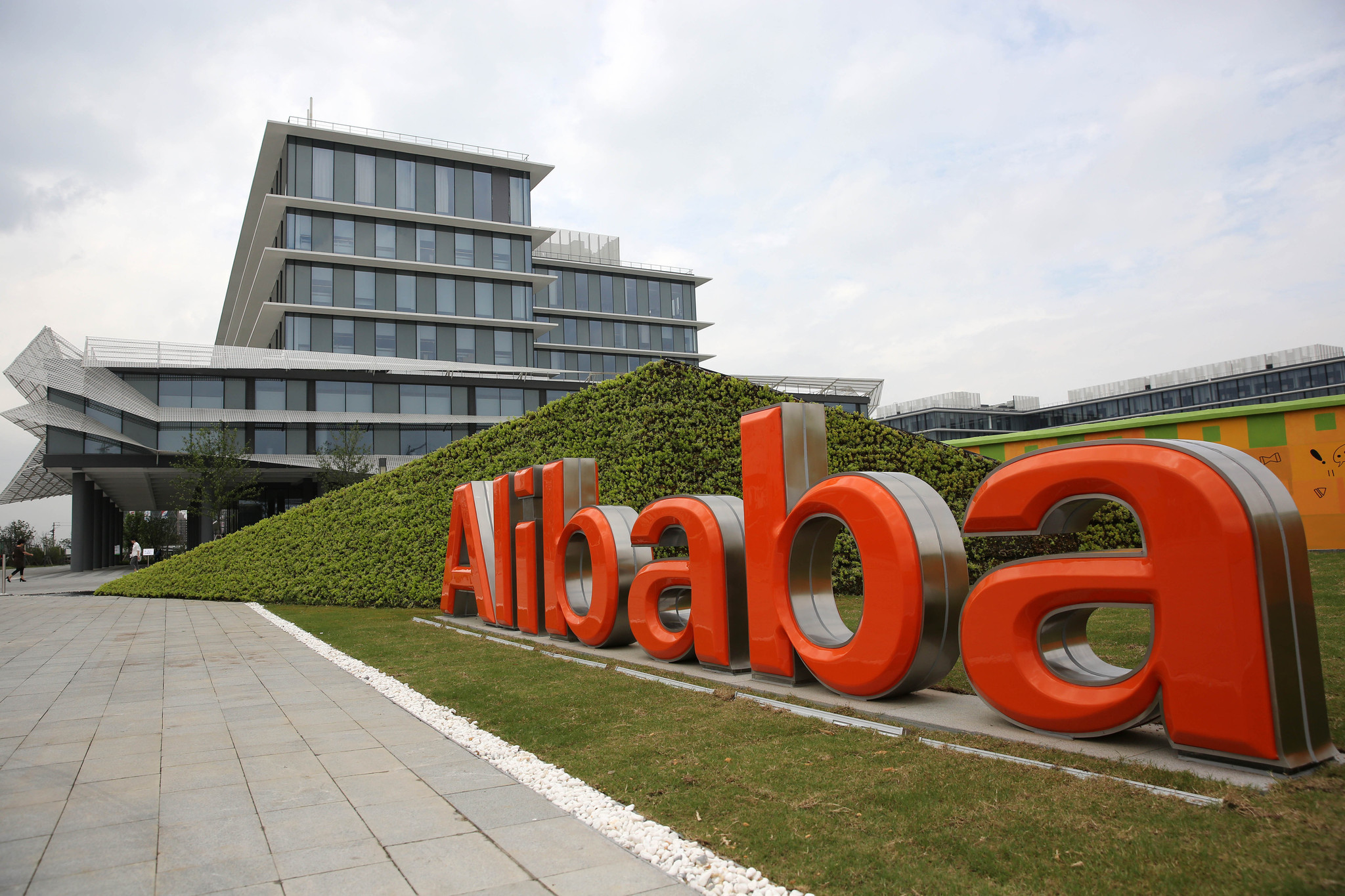 Alibaba buys Hong Kong's South China Morning Post