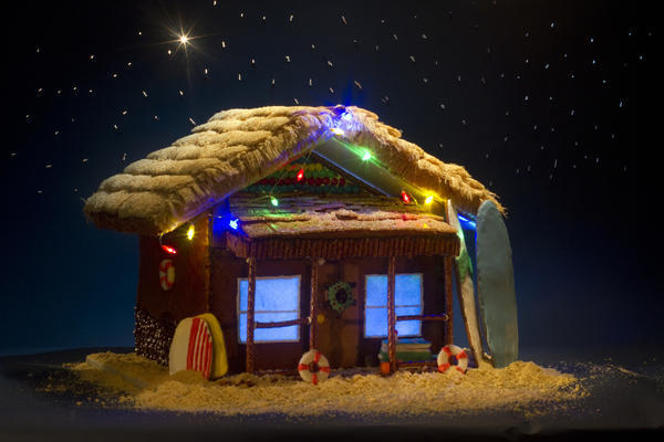 How To Make A Gingerbread Beach Shack With A Fondant Beer