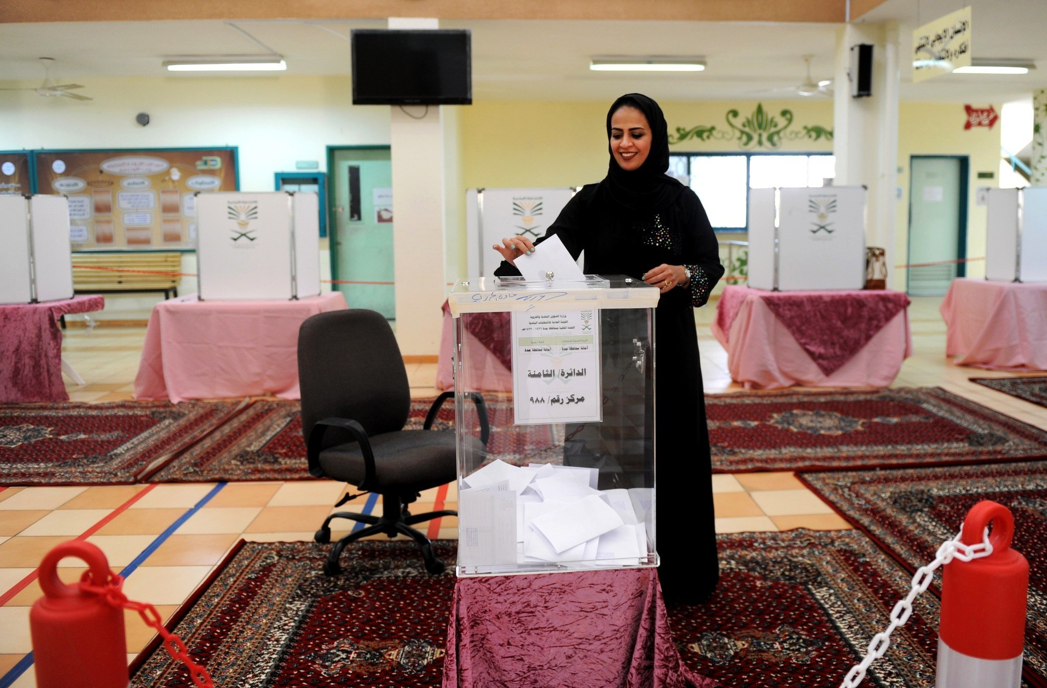 saudi arabia women vote for the first time in landmark election la times. Black Bedroom Furniture Sets. Home Design Ideas