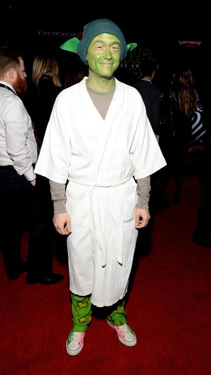 Joseph Gordon-Levitt takes a fashion risk on the