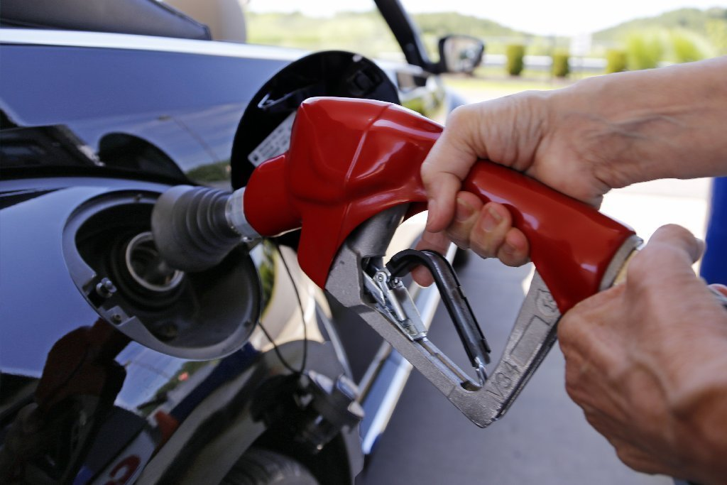 Gas Prices Chicago >> Gas Prices Fall Below 2 But Not In Chicago Chicago Tribune