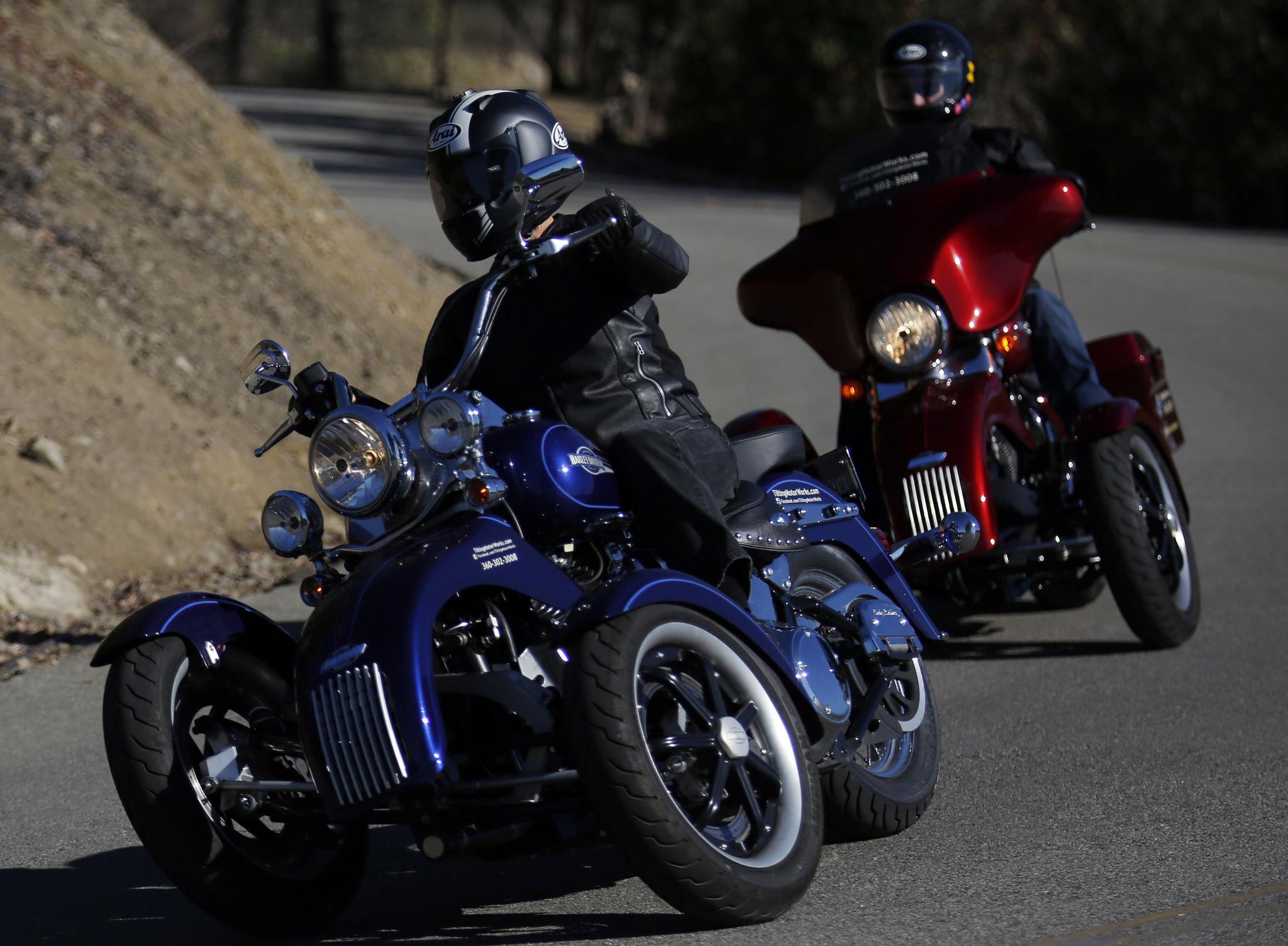 tilting reverse motorcycles motor harley kit davidson works trikes three trike wheeled motorcycle bike wheel wheels bikes turns turn power