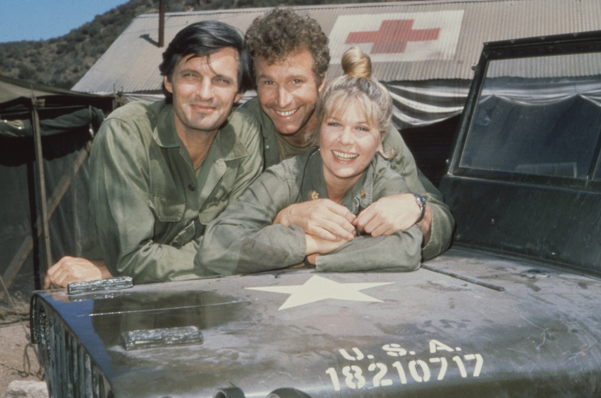 actor wayne rogers trapper john on m a s h dies at 82 chicago