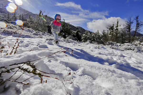 Leah Weischedel, 2, walks on freshly fallen snow on Thursday morning in Mt. Baldy. (Irfan Khan / Los Angeles Times)