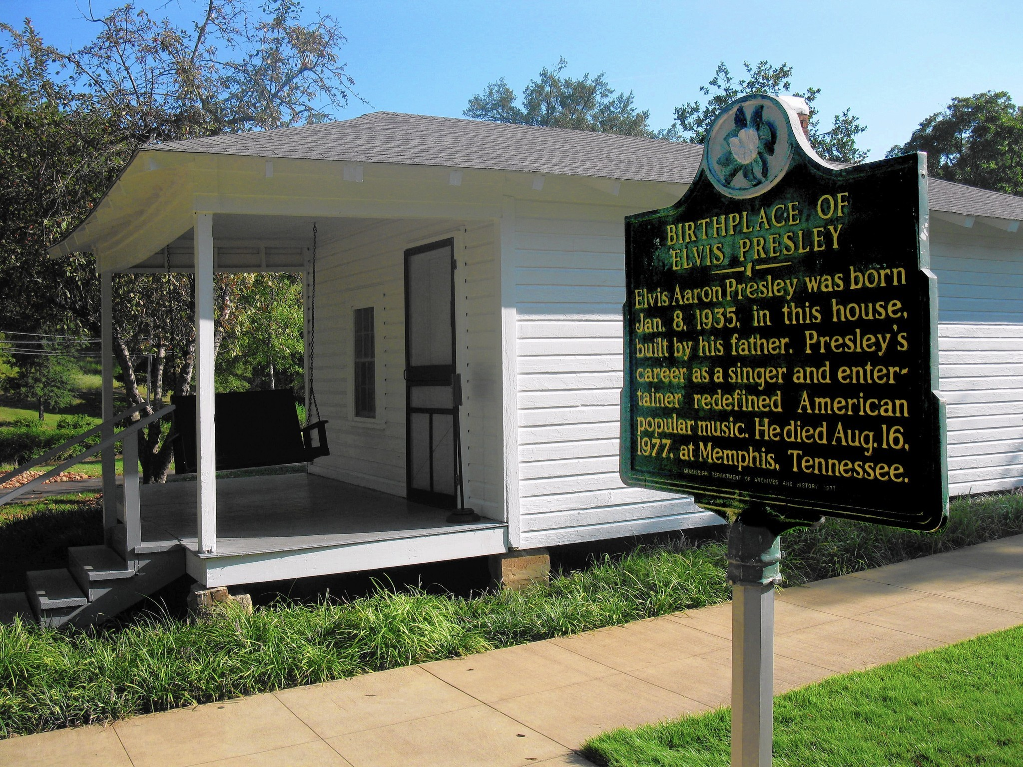 Fans Can T Help Falling In Love With Elvis Presley S Childhood Home Sun Sentinel