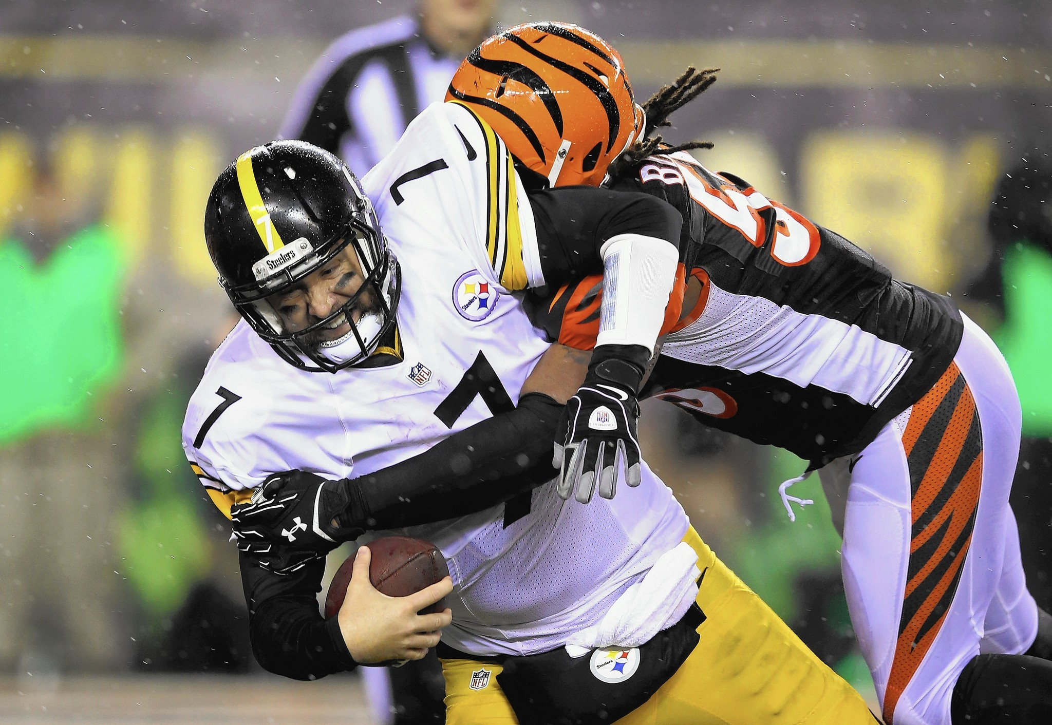 premium selection 1fff0 ed1bb Steelers narrowly escape Cincinnati with win - The Morning Call