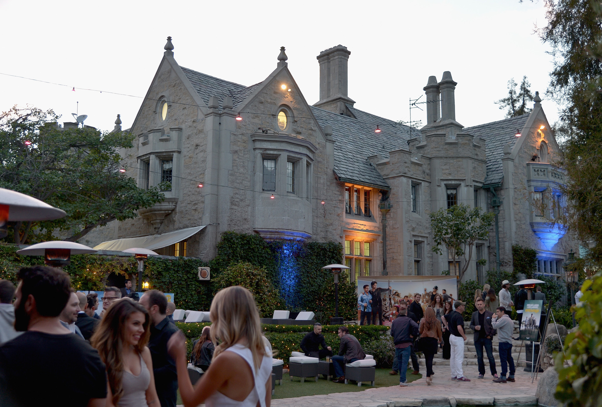The Playboy Mansion Has Found A Buyer: Playboy Mansion In Los Angeles For Sale But Hugh Hefner